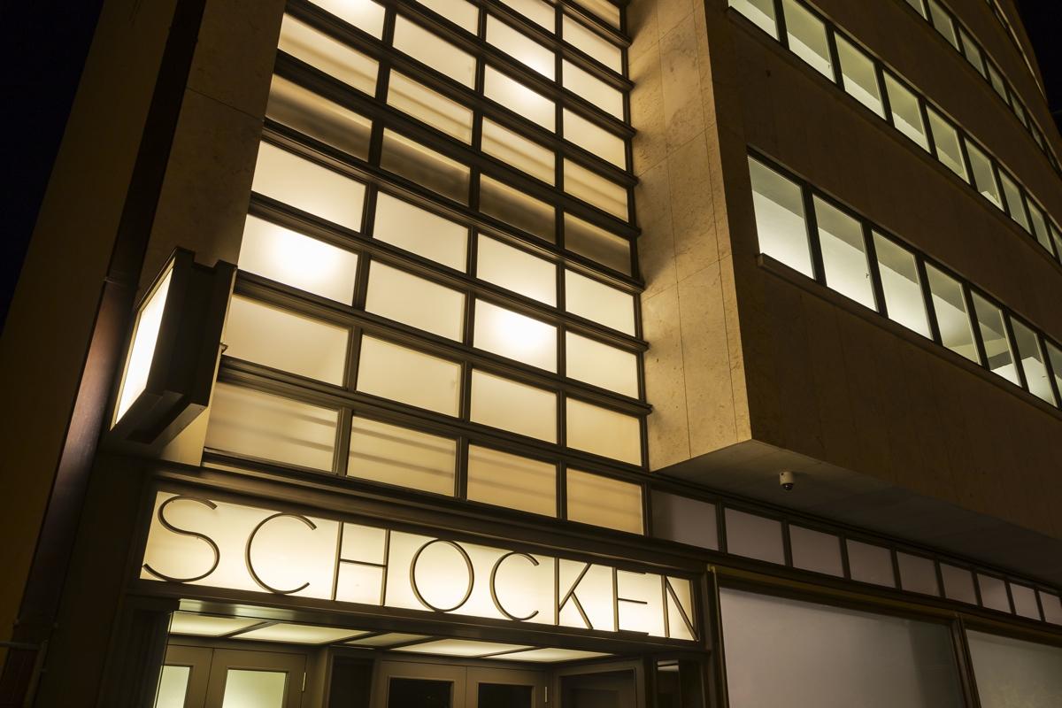 kaufhaus-schocken-chemnitz-erich-mendelsohn-fotos-2014-Schocken-Kaufhaus-bei-Nacht-Detail.jpg