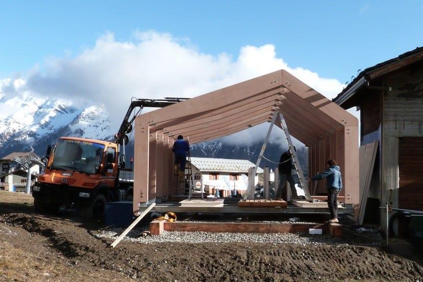 LEAPfactory Ski- und Snowboard-Schule in Courmayeur: Montage der Holzkonstruktion