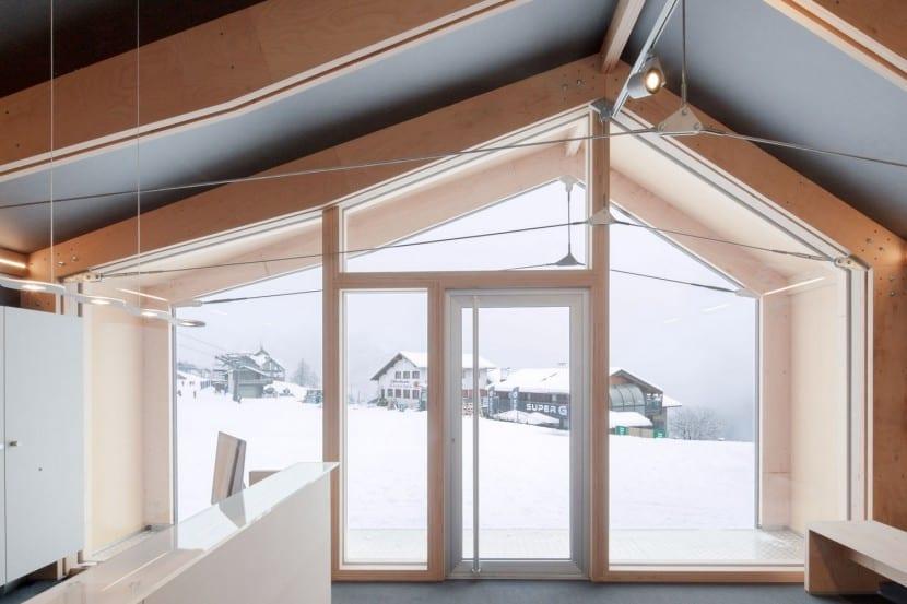LEAPfactory Ski- und Snowboard-Schule in Courmayeur: Rezeption und Dachtragwerk
