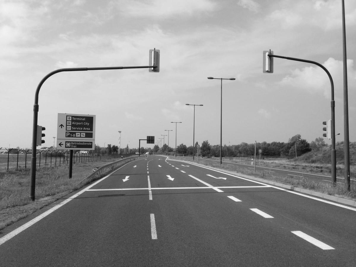 Zufahrt zum Flughafen BER von Schönefeld (Foto: Eric Sturm)