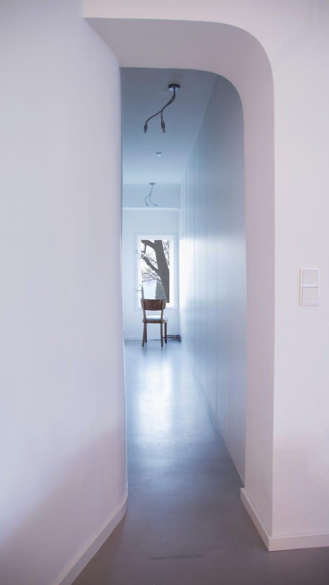 Berlin-Tempelhof Altbau-Wohnung mit Badewanne im Wohnzimmer Architekt Alexander John Huston luftbruecke03