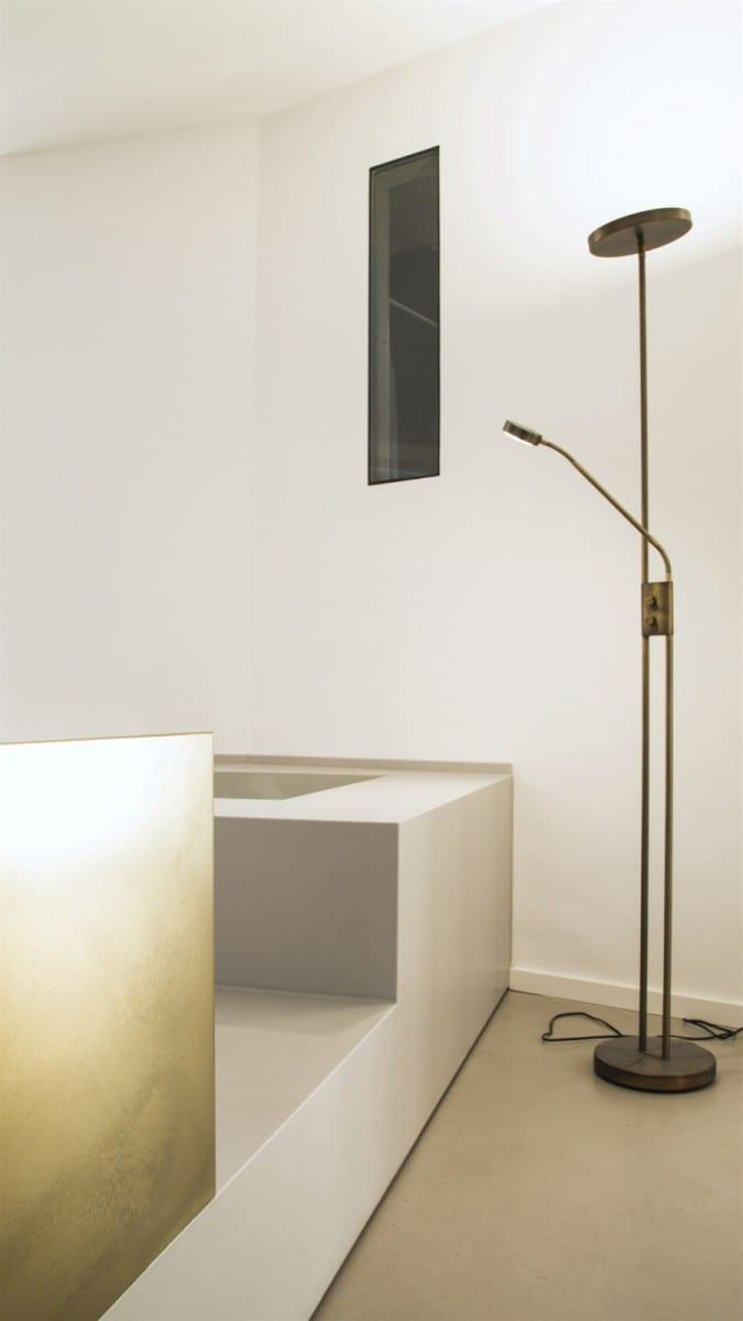 berlin-tempelhof: fuchsbau mit badewanne im wohnzimmer ... - Architekt Wohnzimmer