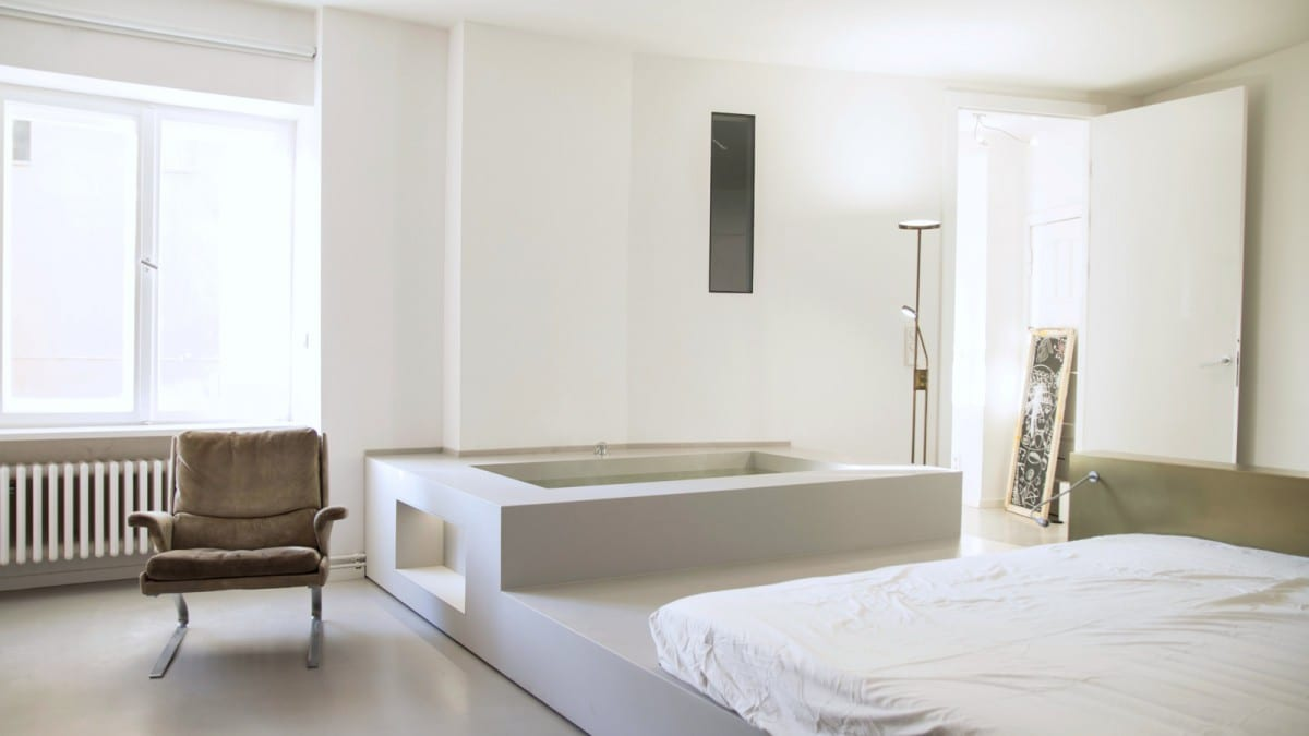 Berlin tempelhof fuchsbau mit badewanne im wohnzimmer for Wohnzimmer john