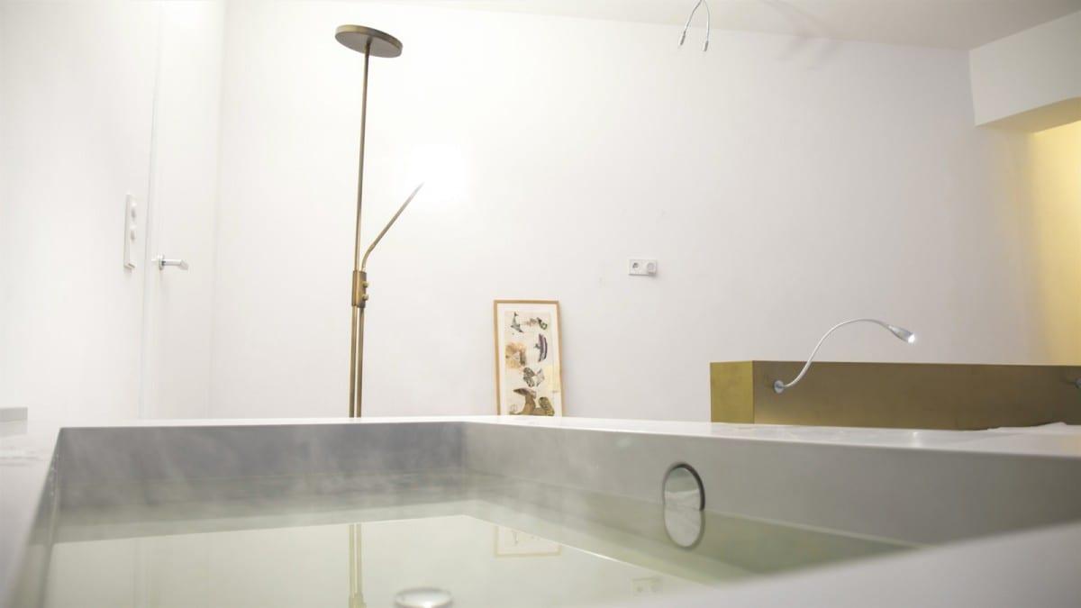 Berlin-Tempelhof-Altbau-Wohnung-mit-Badewanne-im-Wohnzimmer-Architekt-Alexander-John-Huston-luftbruecke08.jpg