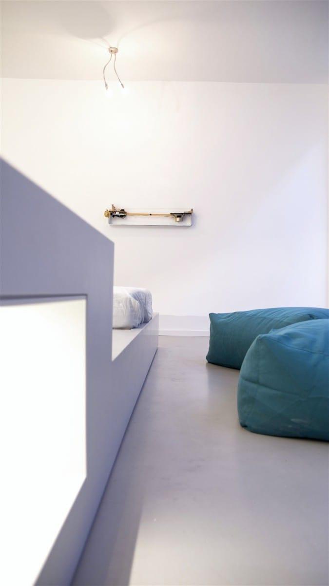 Berlin-Tempelhof Altbau-Wohnung mit Badewanne im Wohnzimmer Architekt Alexander John Huston luftbruecke09