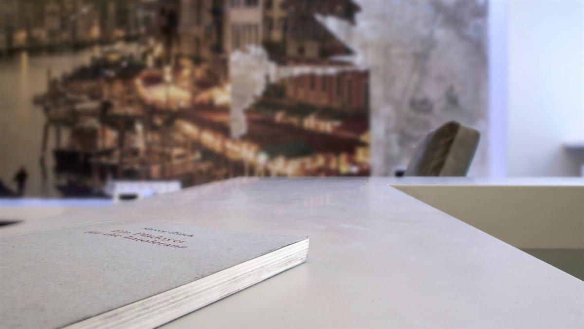 Berlin-Tempelhof-Altbau-Wohnung-mit-Badewanne-im-Wohnzimmer-Architekt-Alexander-John-Huston-luftbruecke10.jpg