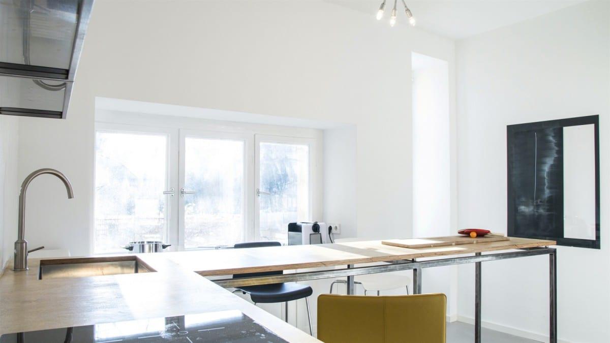 Berlin-Tempelhof-Altbau-Wohnung-mit-Badewanne-im-Wohnzimmer-Architekt-Alexander-John-Huston-luftbruecke13.jpg