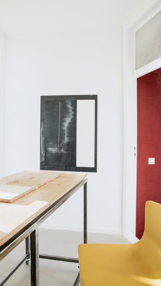 Berlin-Tempelhof Altbau-Wohnung mit Badewanne im Wohnzimmer Architekt Alexander John Huston luftbruecke14