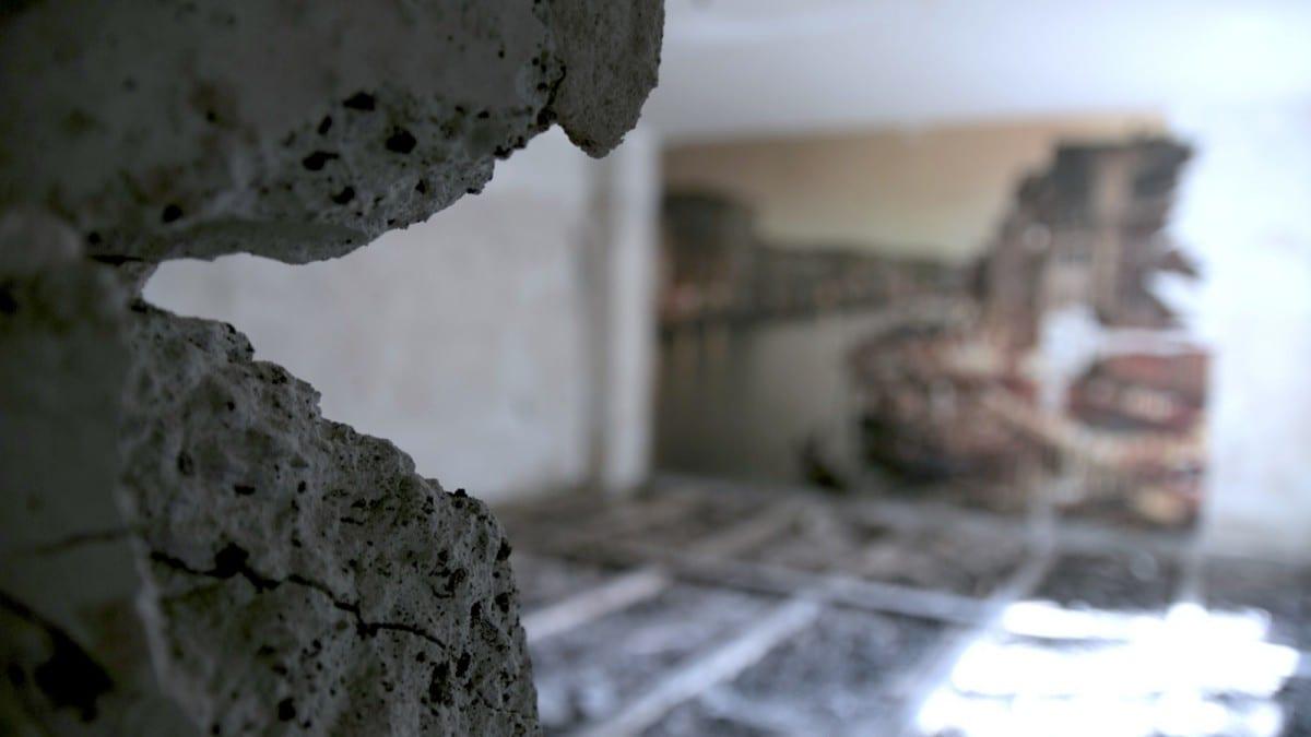 Berlin-Tempelhof-Altbau-Wohnung-mit-Badewanne-im-Wohnzimmer-Architekt-Alexander-John-Huston-wohnzimmer-umbau1.jpg
