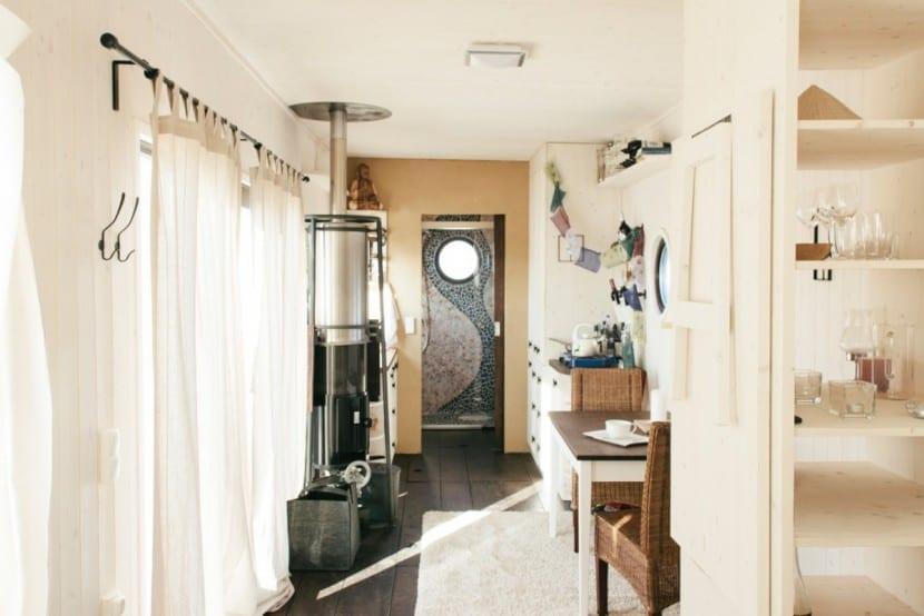 mini haus auf r dern energieautark wohnen im wohnwagon. Black Bedroom Furniture Sets. Home Design Ideas