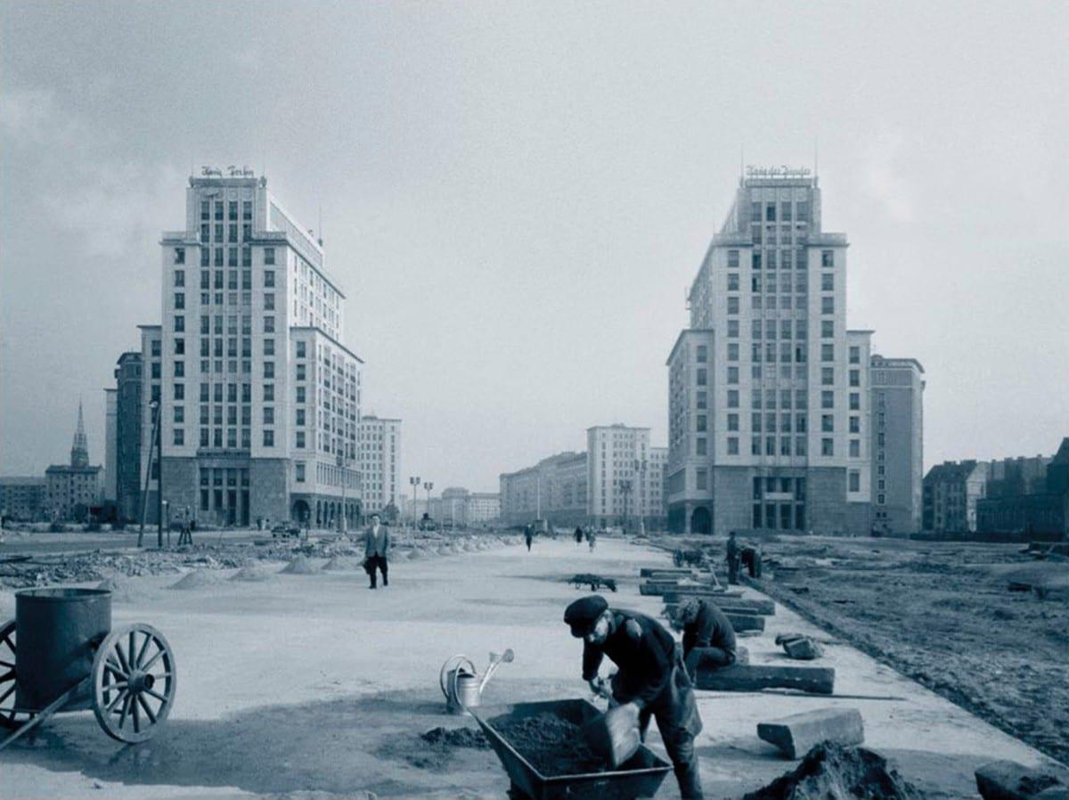 Wohnhochh user f r berlin friedrichshain ausstellung low for Architektur 1960