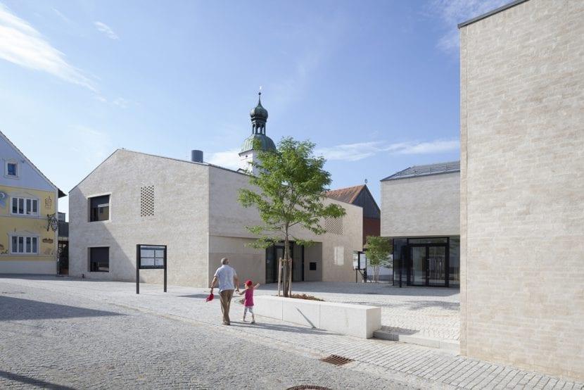 Neue Ortsmitte von Wettstetten, Bembé Dellinger Architekten, Greifenberg – einer der beiden Hauptpreise des Deutschen Ziegelpreises 2015 (Foto: Stefan Müller-Naumann)