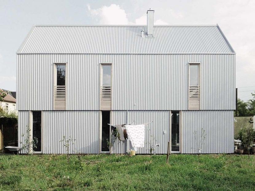 """Das Haus """"Kleine Welle"""" in Olching bei München (Foto: werk A architektur)"""