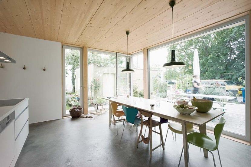 """Die Küche im Haus """"Kleine Welle"""" in Olching bei München (Foto: werk A architektur)"""
