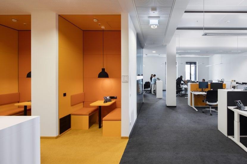 Pausenbereich und Großraumbüro (Foto: Jens Kirchner)