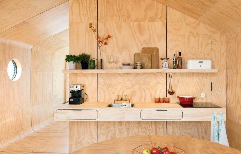 Die Küchenecke in einem Wikkelhouse (Foto © Yvonne Witte)
