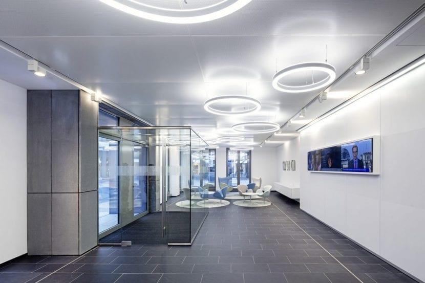 Hell und freundlich: Die Eingangshalle (Foto: Jörg Hempel)