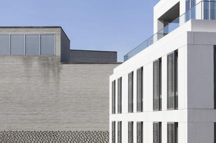 Das sanierte WDR-Stammhaus vor Peter Zumthors Diözesanmuseum (Foto: Margot Gottschling)