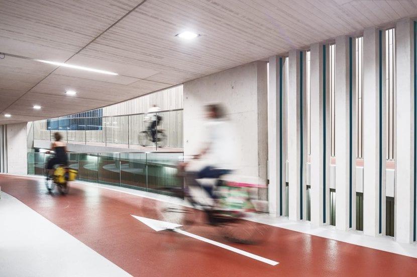 Ector Hoogstad Architecten: Fahrradparkhaus am Bahnhof, Utrecht/Niederlande, 2017 (© Foto: Ector Hoogstad Architecten – Petra Appelhof)