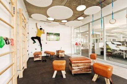 Kletterwand im Büro (Foto: AKIM photography, Achim Hehn)