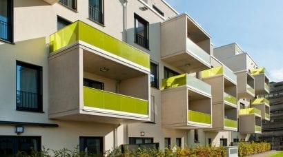 Ansicht der auskragenden Balkone (Foto: Schöck Bauteile GmbH)