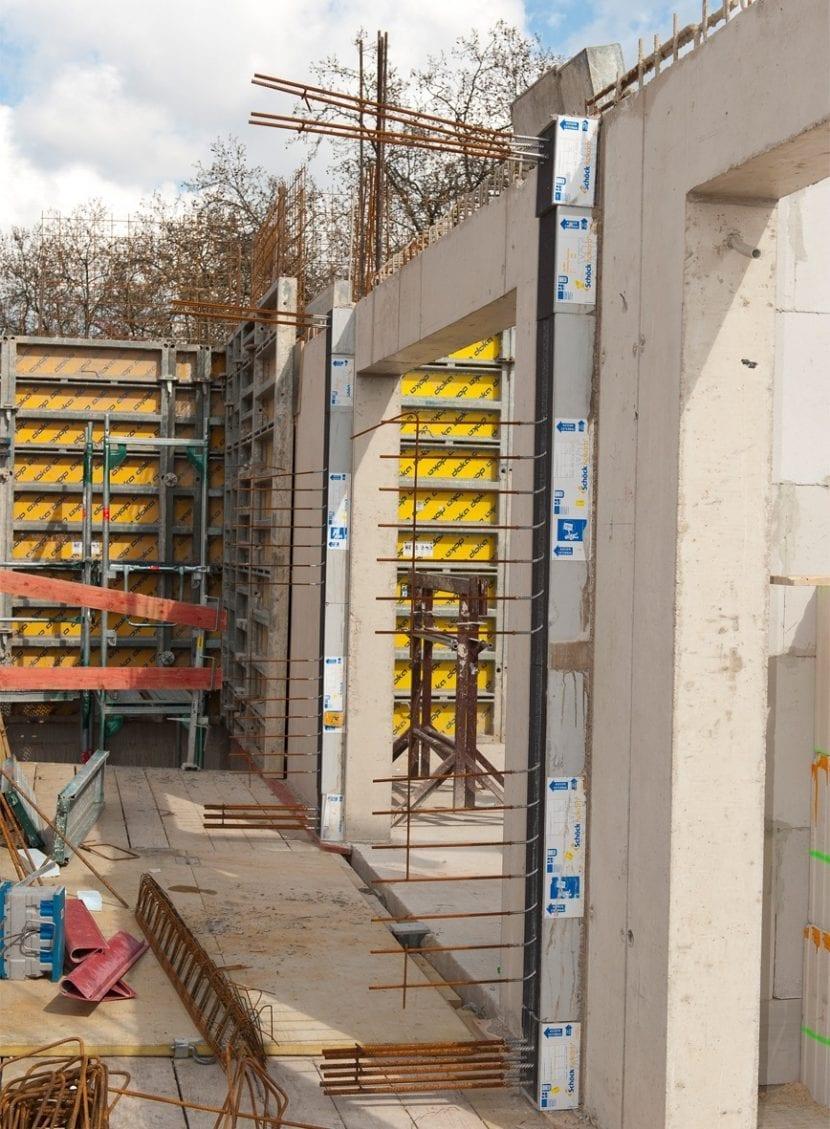 Befestigung der Betonrahmen (Foto: Schöck Bauteile GmbH)