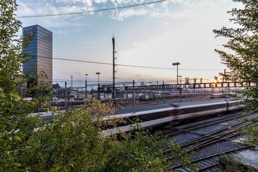 Bahnanlagen um den Grosspeter Tower (Foto: Adriano Biondo)