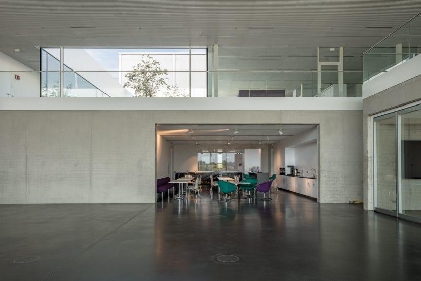 Die Caféteria der Filterfabrik für Besucher und Mitarbeiter (Foto: Till Schuster)