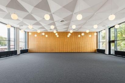 Jobcenter Berlin-Mitte: Ehemaliger BVV-Saal (Foto: Andreas Meichsner)