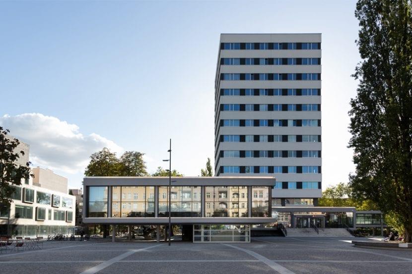 Fassadenansicht Jobcenter Berlin-Mitte (Foto: Andreas Meichsner)