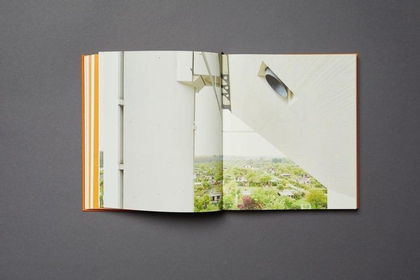 Buch-Doppelseite aus FRANKFURT 1970-1979: Teuto Rocholl, Schwesternwohnheim (Foto: Wilhelm E. Opatz)