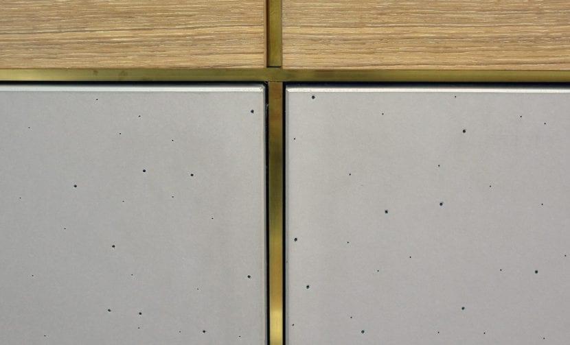 Ein Möbelstück mit Platten aus LUCEM Lichtbeton® (Foto: LUCEM)