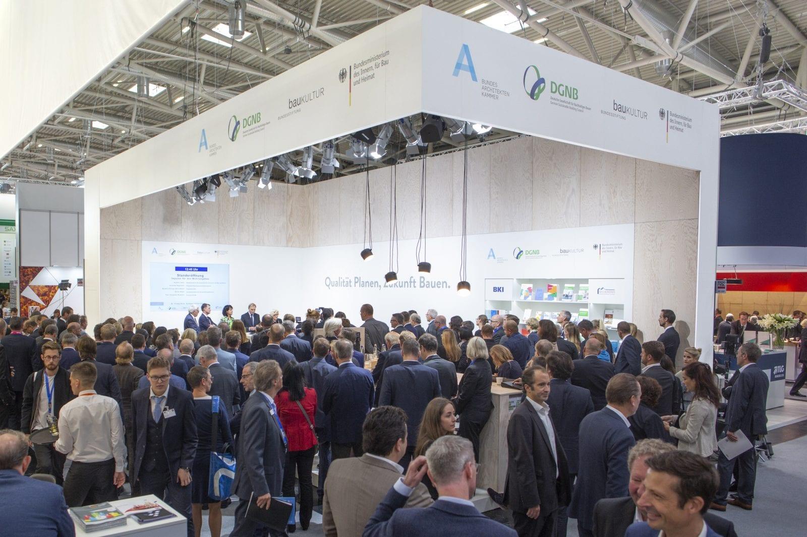 Gemeinschaftsstand der DGNB mit der Bundesarchitektenkammer, der Bundesstiftung Baukultur und dem BMI auf der Expo Real in München (Foto: DGNB)