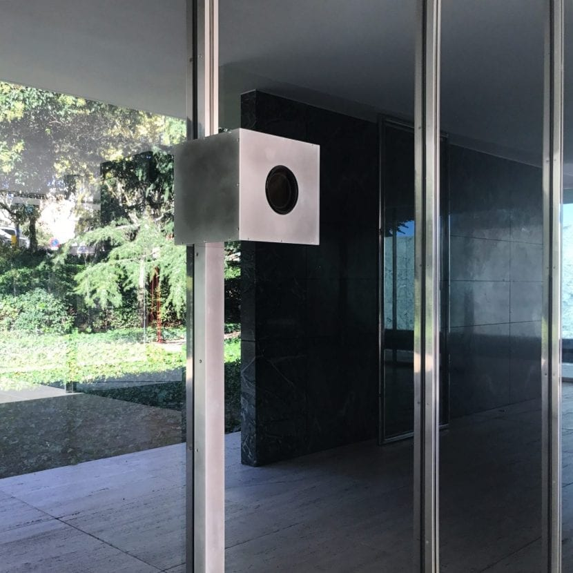 Fotokamera für extreme Langzeitbelichtung im Mies van der Rohe Pavillon in Barcelona (Foto: Michael Wesely)