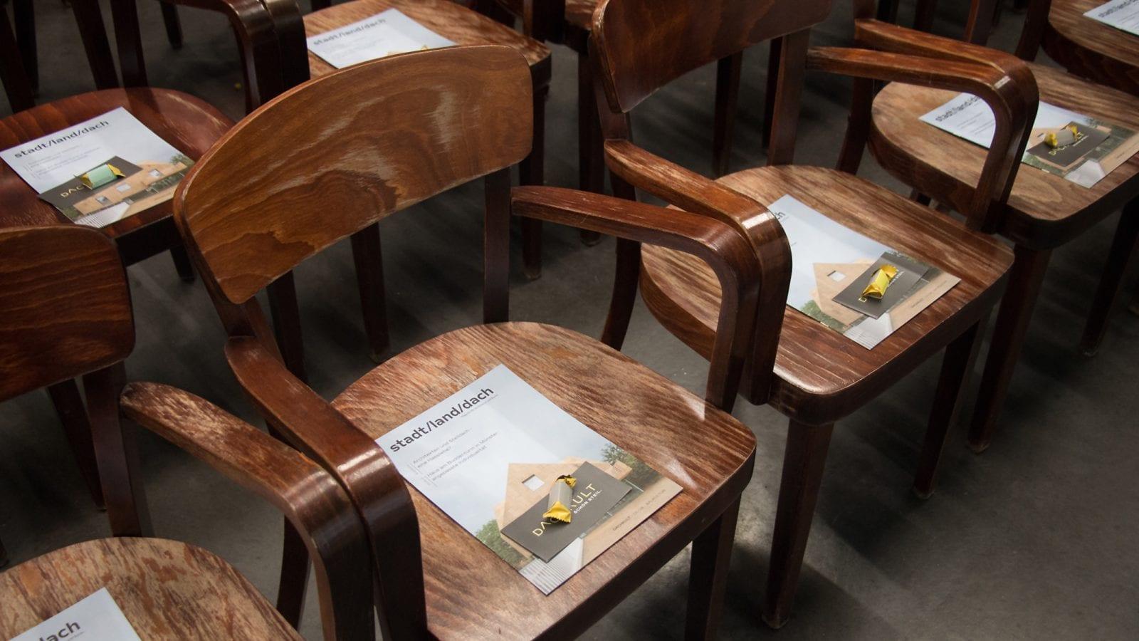 """Die Zeitschrift """"stadt/land/dach"""" der Steildach-Initiative Dachkult (Foto: dachkult.de)"""