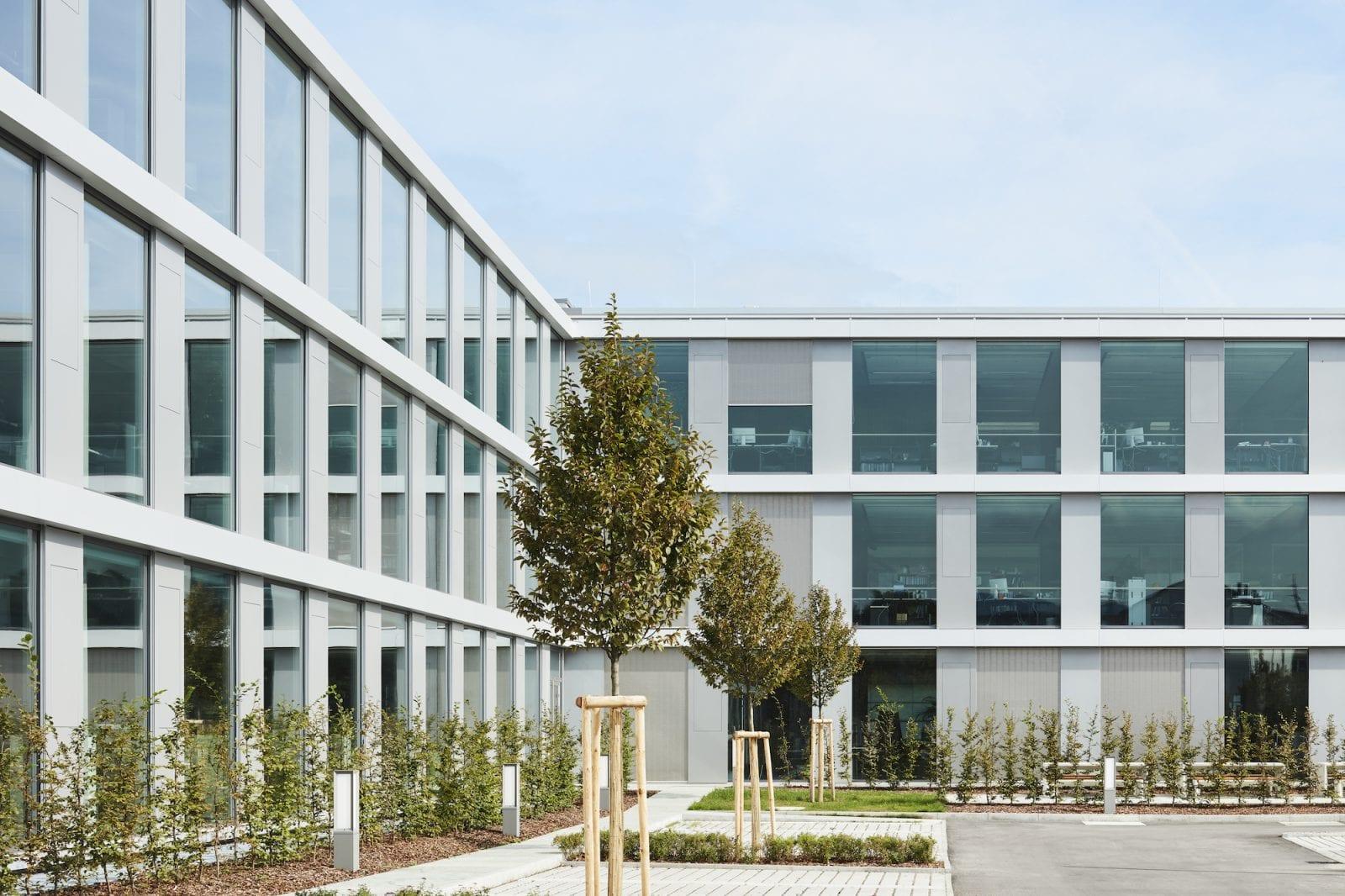Erweiterungs- und Bestandsbau der EMAG in Salach (Foto: Dietmar Strauss)