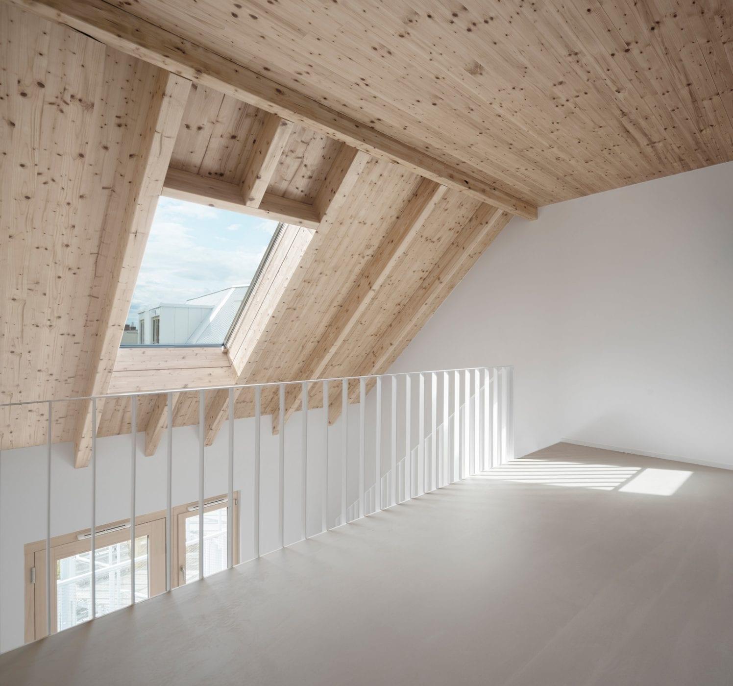 Galerie-Ebene in einer der Maisonette-Wohnung (Foto: Gui Rebelo)