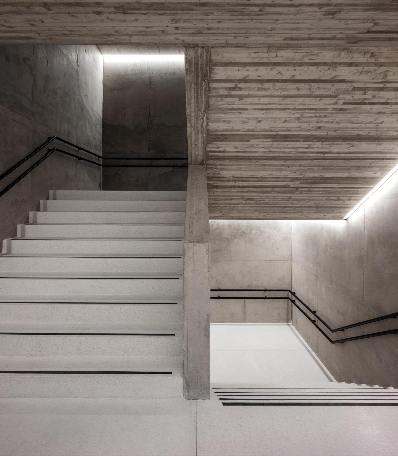 Ein Treppenhaus im modernisierten Olympiastadion Helsinki (Foto: Tuomas Uusheimo)