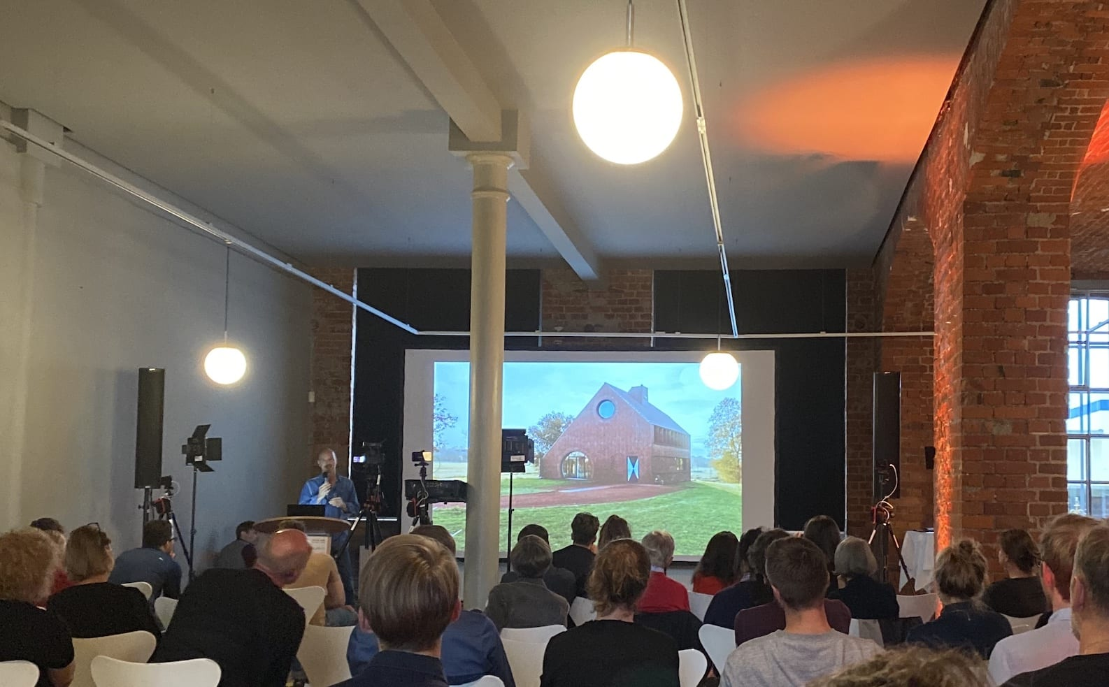 Vortrag von Thomas Kröger (tka, Berlin) bei den Dachkult-Rooftop Talks #9 (Foto: Dachkult)
