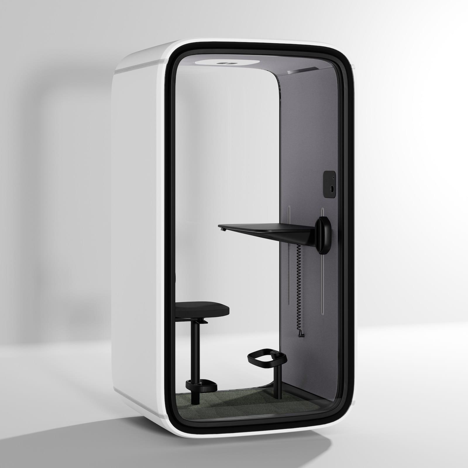 Über einen Touchscreen werden Reservierungen, die Luftzirkulation und die Beleuchtung der Telefonbox gesteuert. (Foto: Framery)